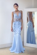 FIGURE-FLATTERING TULLE AND LACE DRESS